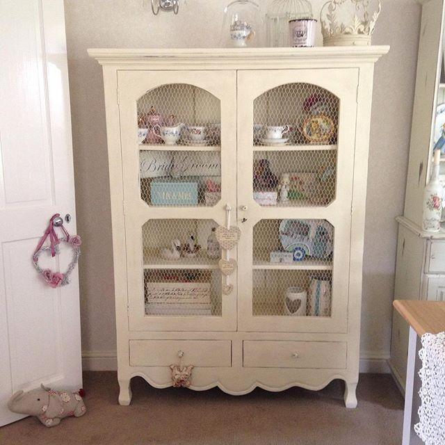 Este mueble usado para decorar una habitaci n muestra antiguedad pero al agregarle objetos - Muebles ingleses antiguos ...