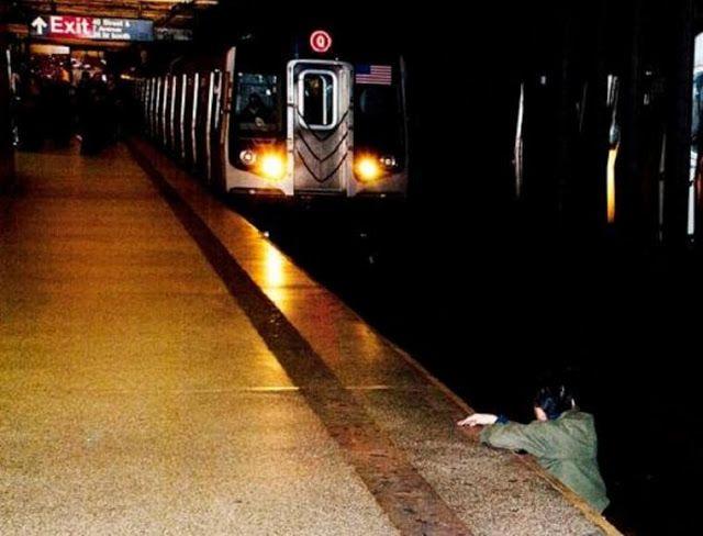 O Flagrante De Uma Morte Metro De Nova York Fotos Tiro