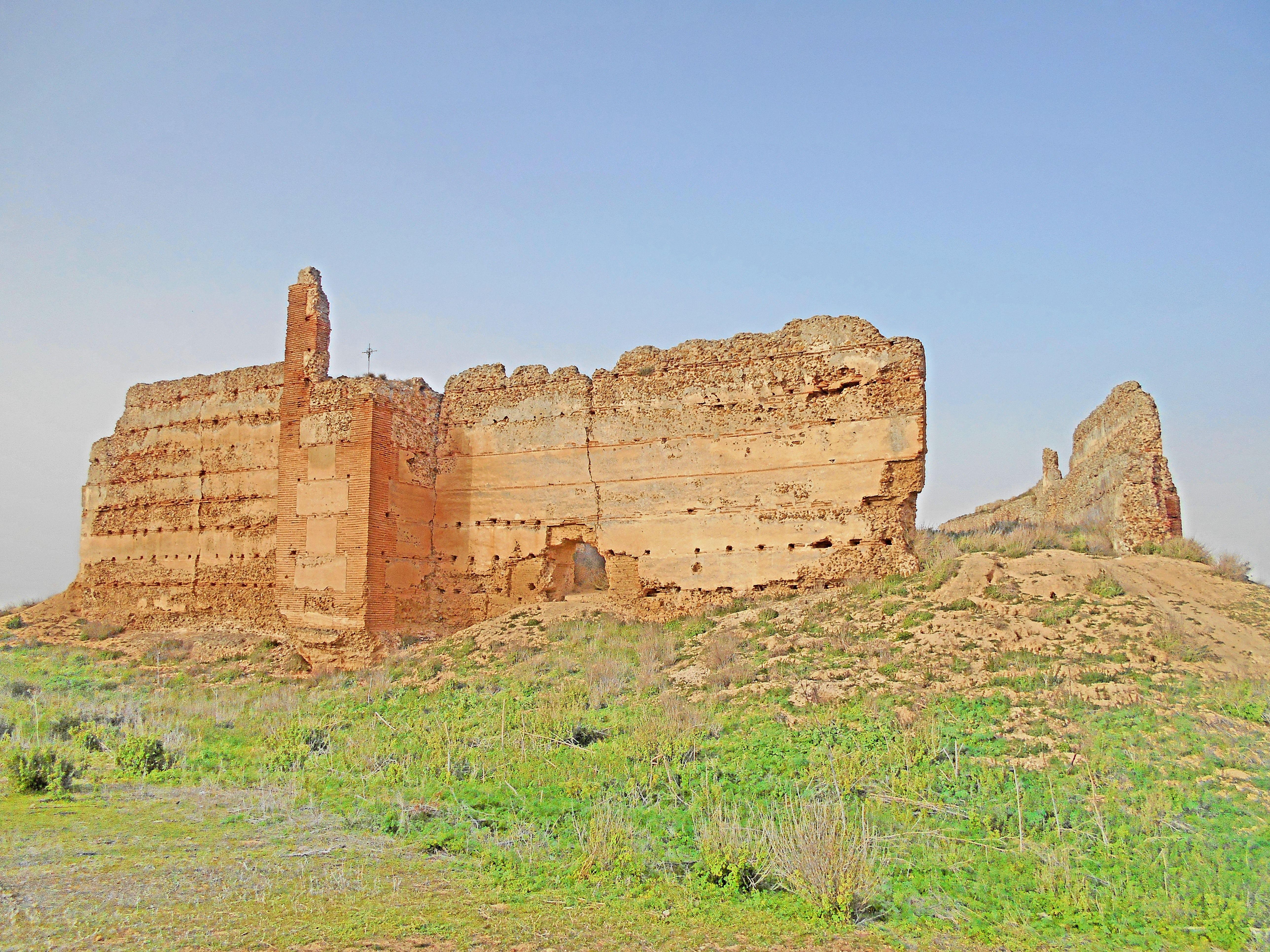 Castillo de Villalba. Posiblemente se construyó sobre una antigua fortaleza romana, un castillo por el Califato de Córdoba. Tras la reconquista fué reformado por los Templarios.