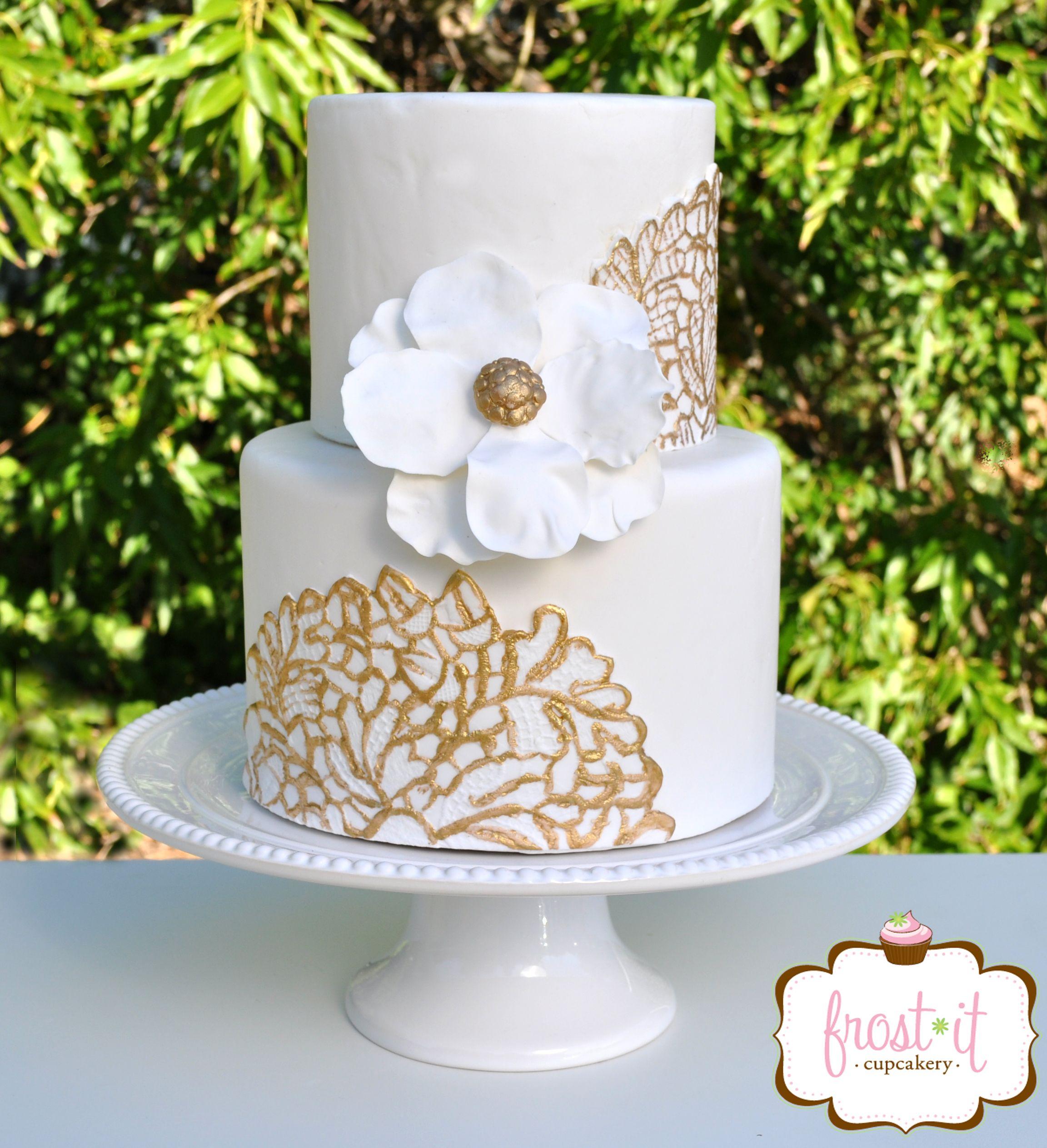 Cake With Fondant Lace : White and gold fondant lace wedding cake Fondant cake Lace ...
