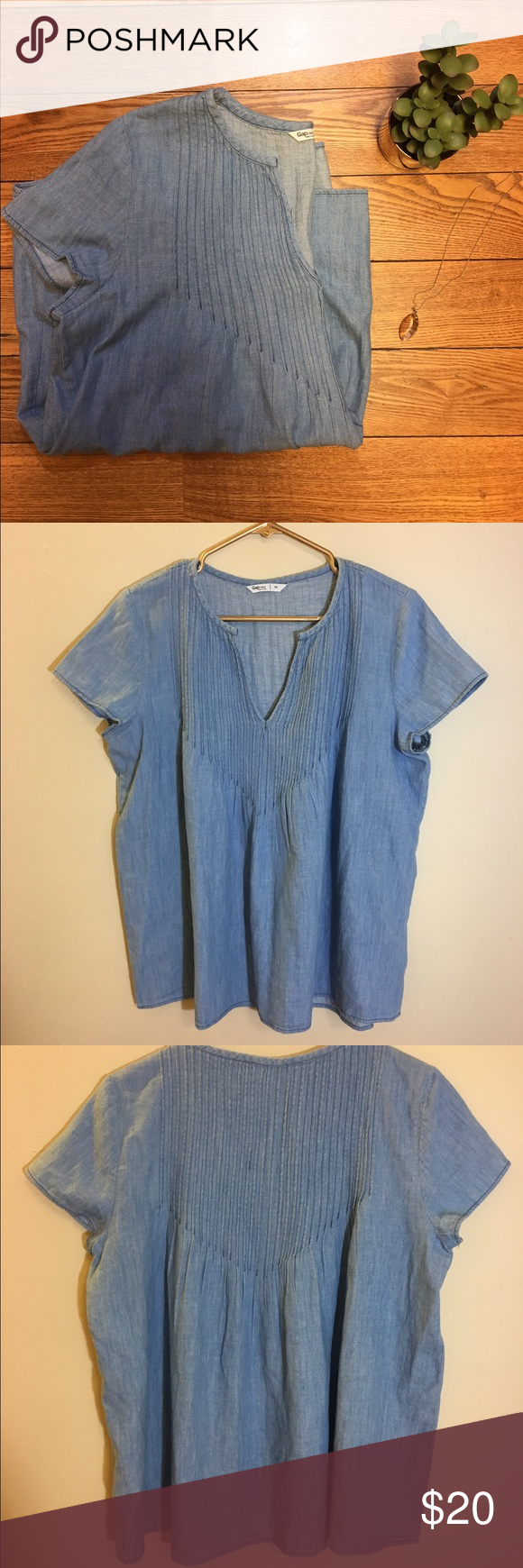 ✨✨Gap Light Chambray Top This super cute Chambray top from The Gap is perfect for your Saturday trip to the farmers market or paired with your favorite skinny jeans and ankle booties for brunch with the girls. Size Medium and in great condition! GAP Tops