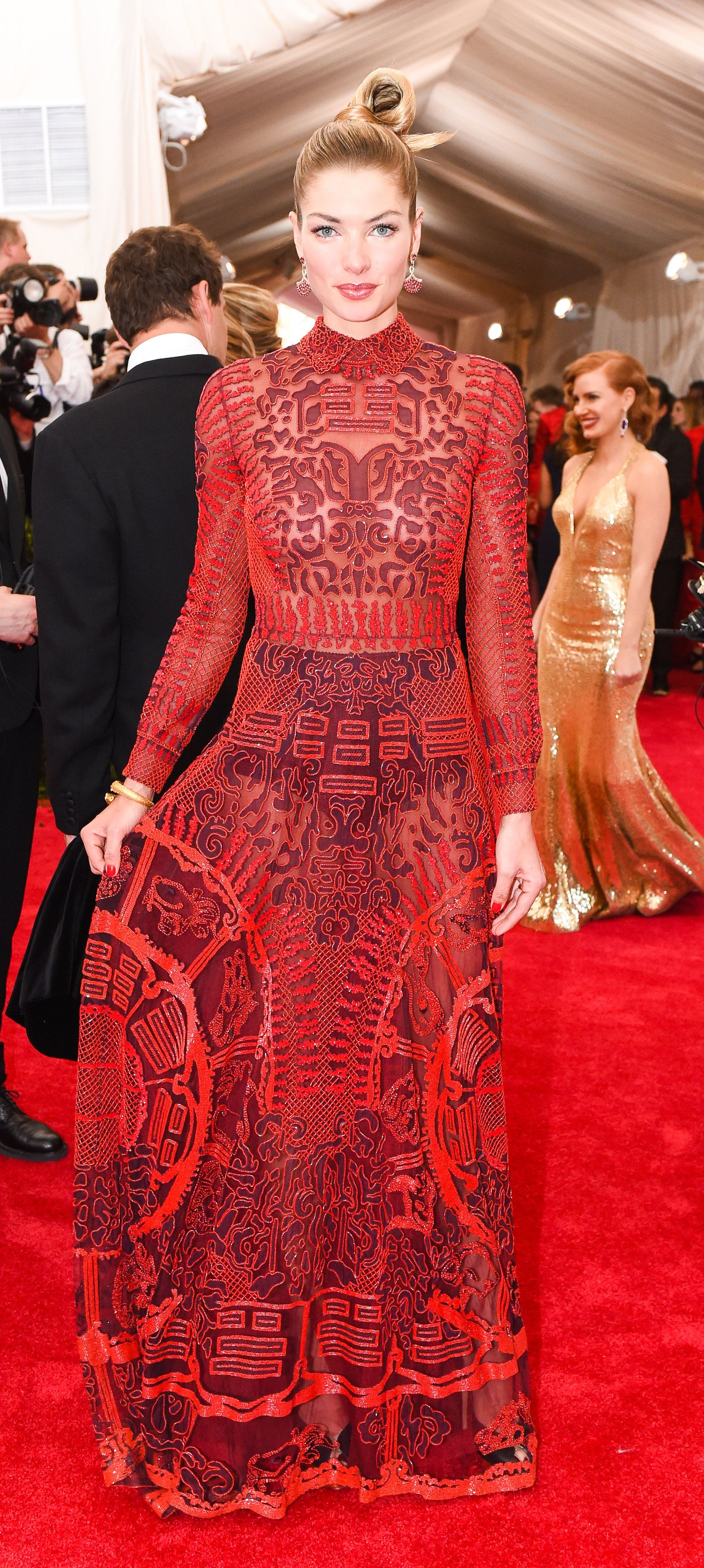 met gala 2015 the best dressed celebrities on the red carpet jessica hart valentino dress. Black Bedroom Furniture Sets. Home Design Ideas