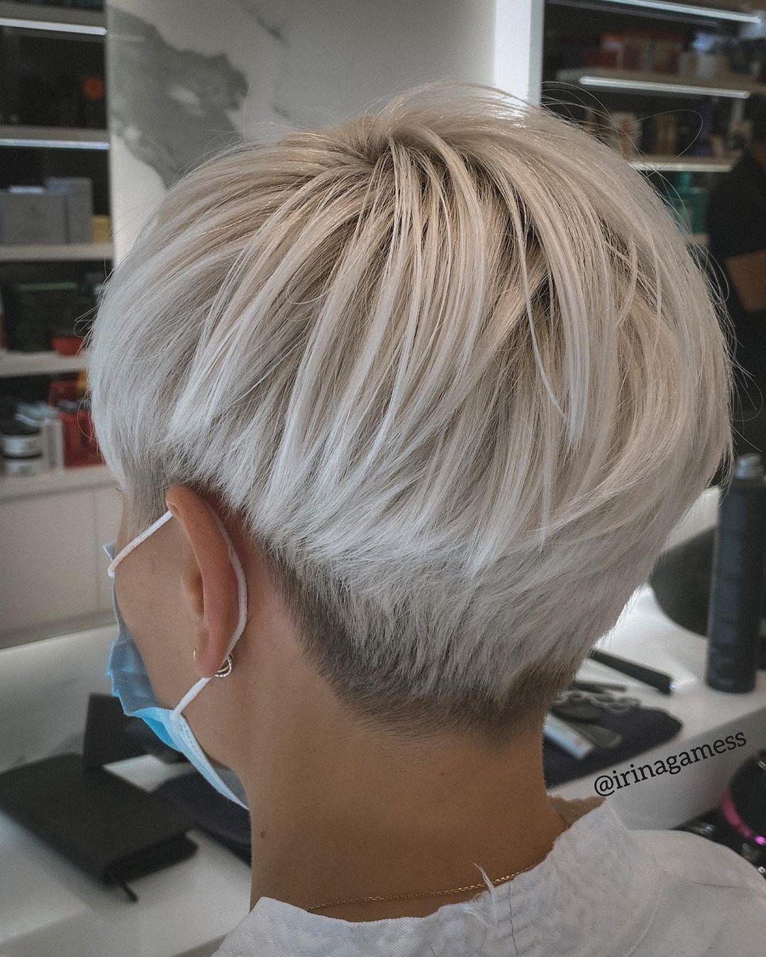 Platinblond Mit Rosa Stich Perfekte Sommerfrisur Kurzhaar Frisuren Frisuren Stil Haar Kurze Und Lange Frisuren Frisuren Kurze Haare Blond Haarschnitt Kurze Haare Schone Frisuren Kurze Haare