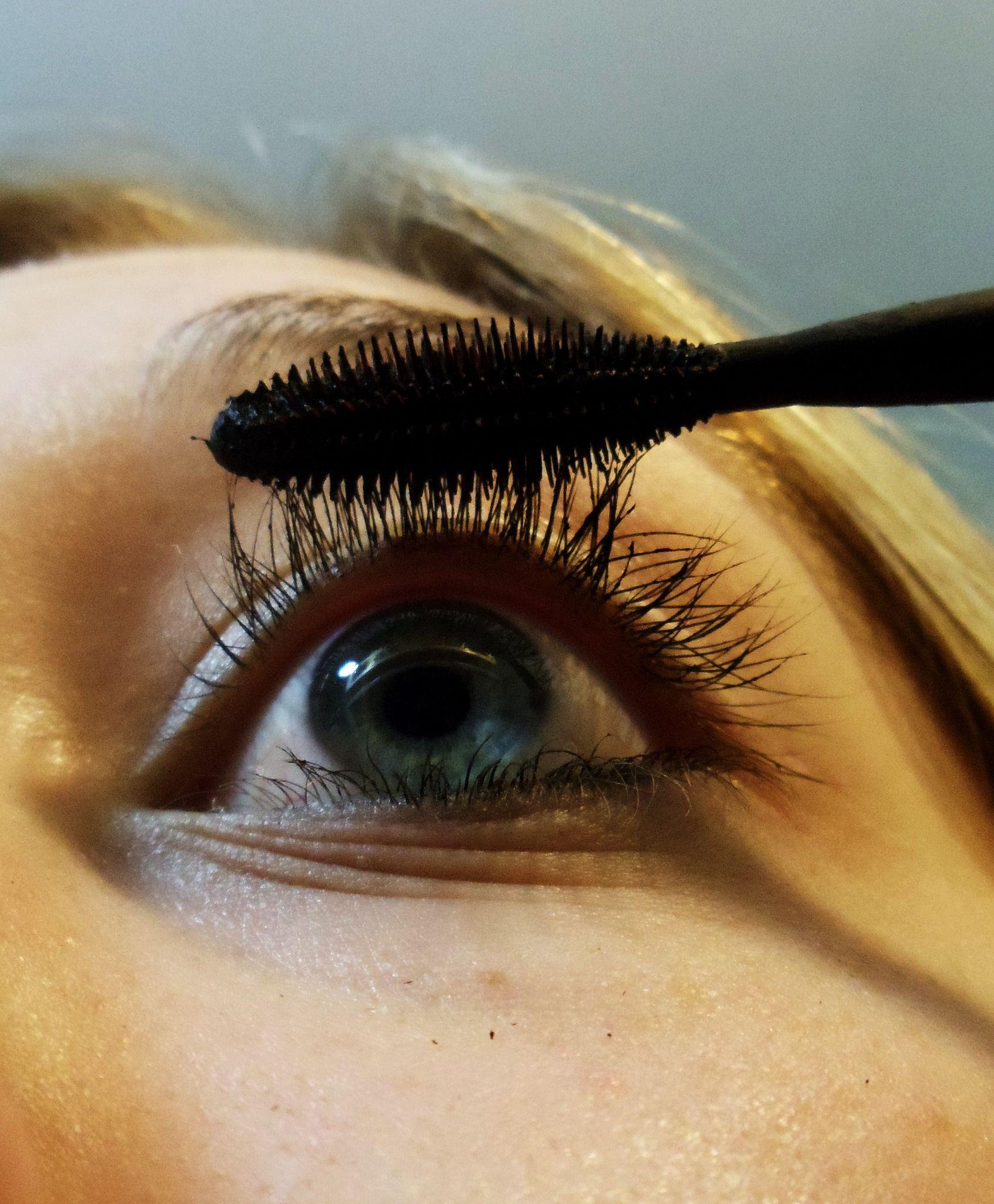 How To Get Long Eyelashes Naturally Without Fiber Mascara ...
