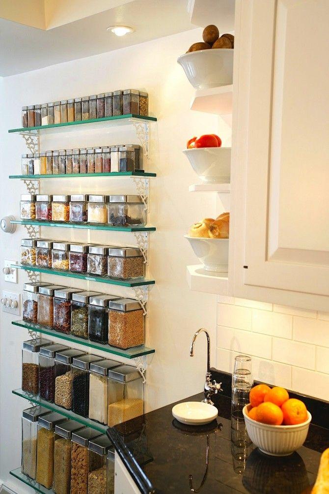 Estanter a de la cocina con especieros de cristal mejor for Estanterias cocinas pequenas