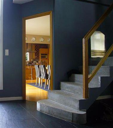 couleur peinture entr e maison bleu canard escalier gris cage d 39 escalier pinterest couleur. Black Bedroom Furniture Sets. Home Design Ideas