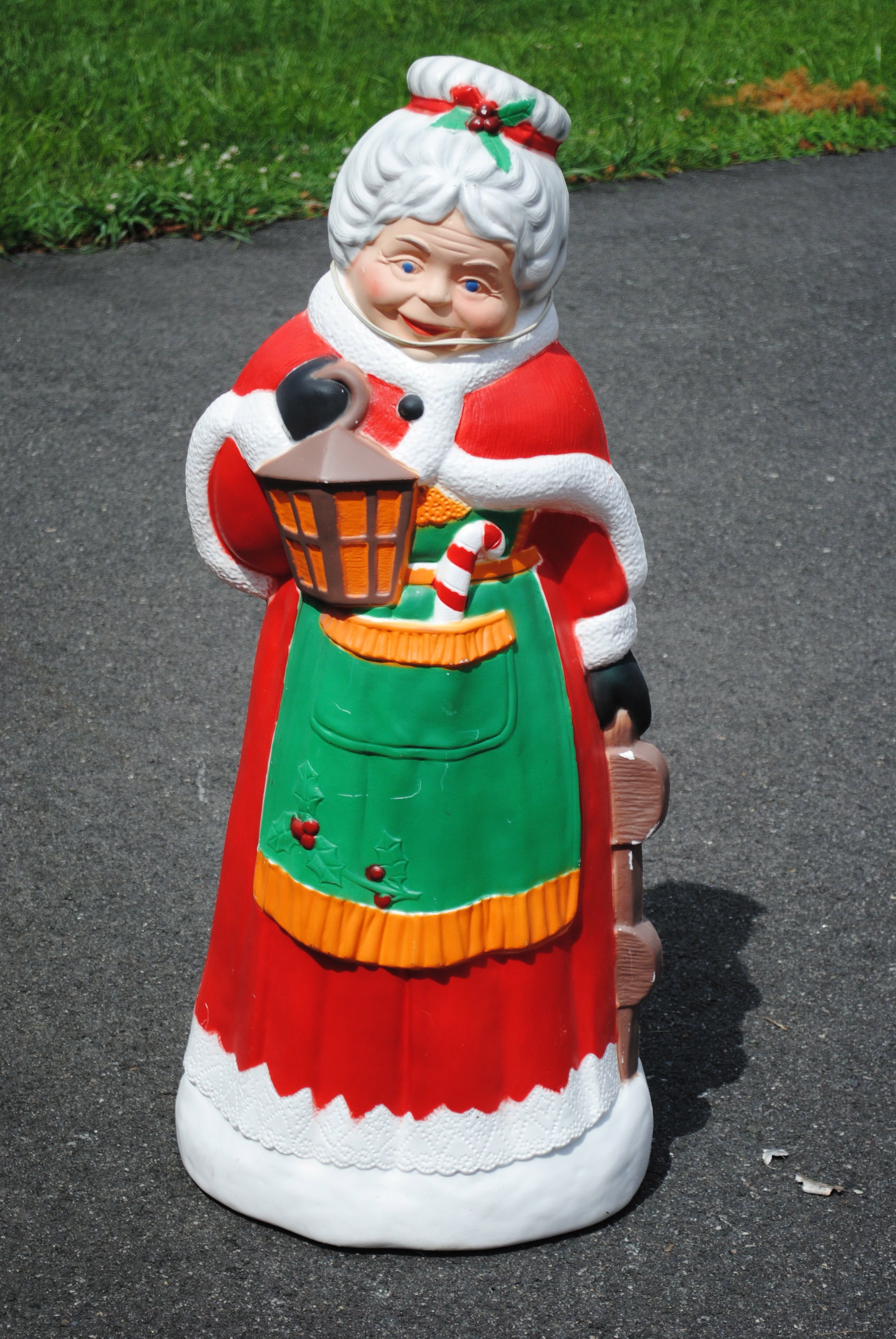 tpi canada blowmold mrs claus on craigslist central nj decorating with christmas lights outdoor christmas - Craigslist Outdoor Christmas Decorations