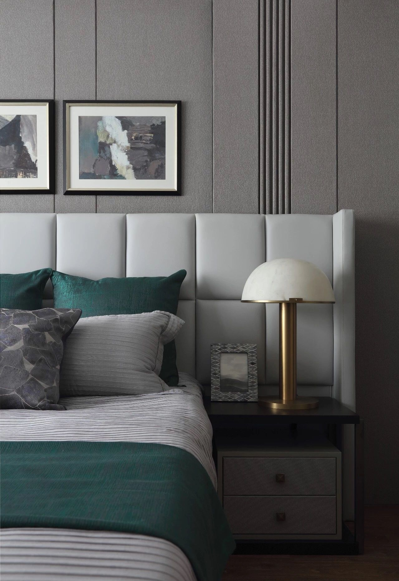 Decor De Chambres Salle De Bain Salon Salle A Manger Laissez Vous Inspirer Par Notre Modern Bedroom Furniture Contemporary Bedroom Design Bedroom Interior