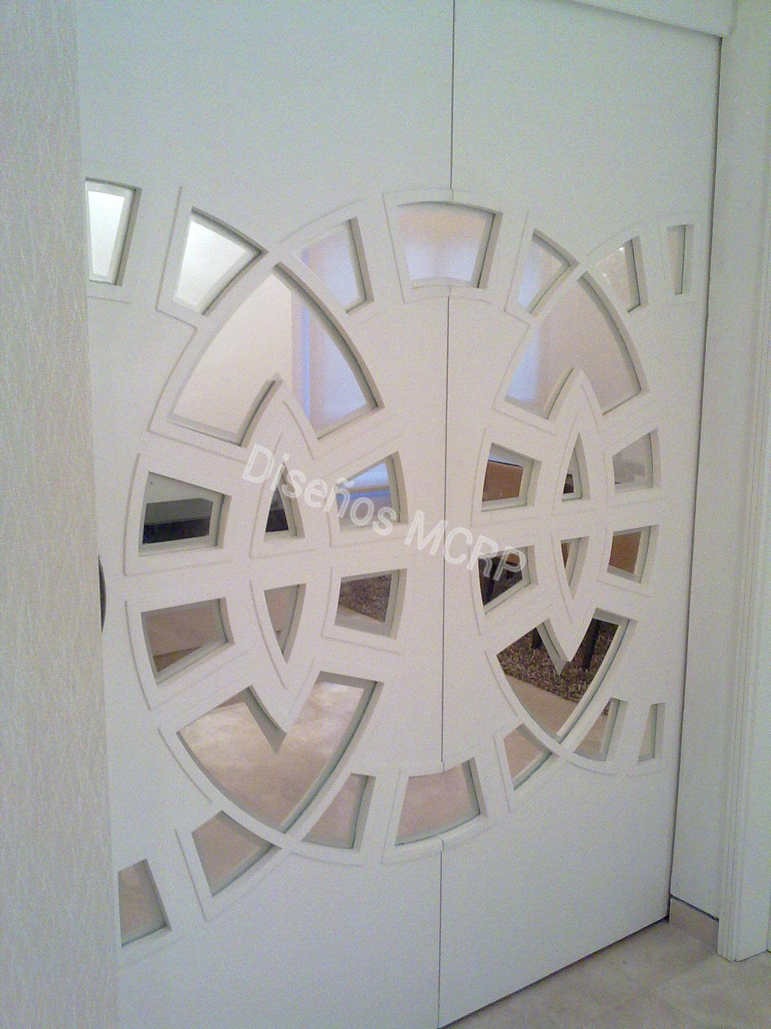 Puerta corredera de dise o con cristales madera laqueada for Puertas correderas comedor