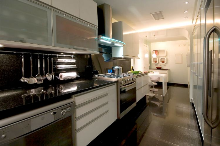 Cozinha corredor veja lindos modelos para apartamentos for Modelos de apartamentos pequenos