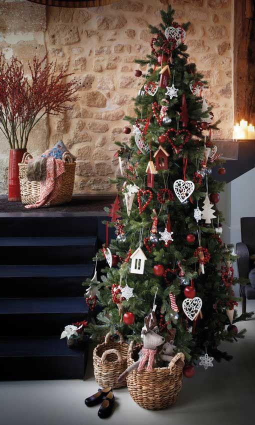 Ideas Para Montar Un árbol De Navidad Lleno De Magia Y Fantasía Guirnaldas De Navidad Arbol De Navidad Guirnaldas