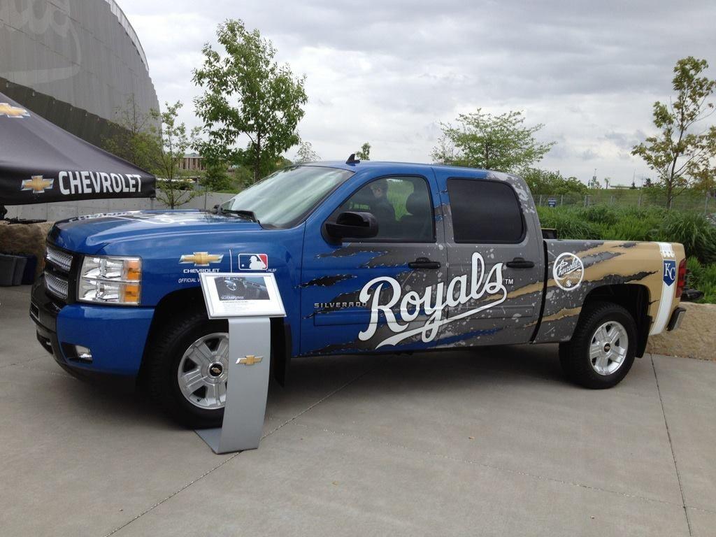 Chevrolet Is A Prond Sponsor Major League Baseball This Kc Royals Edition Chevrolet Silverado Was Displayed Kc Royals Kansas City Royals Sport Utility Vehicle