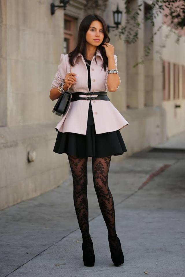 Outfit vestido negro con mallas
