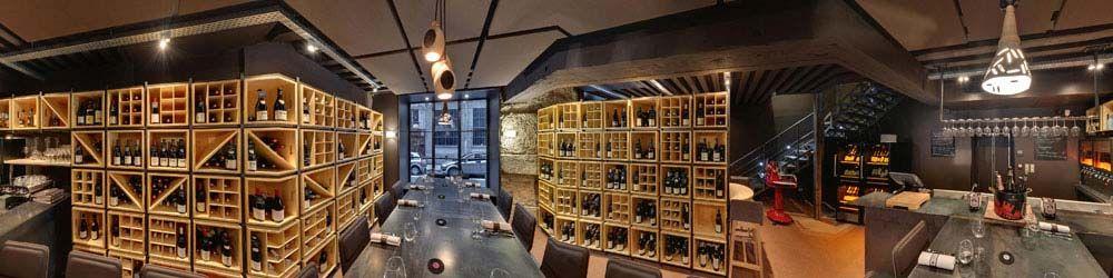 Image panoramique du BRAZIER WINE BAR avec l\'escalier 1/4 tournant ...