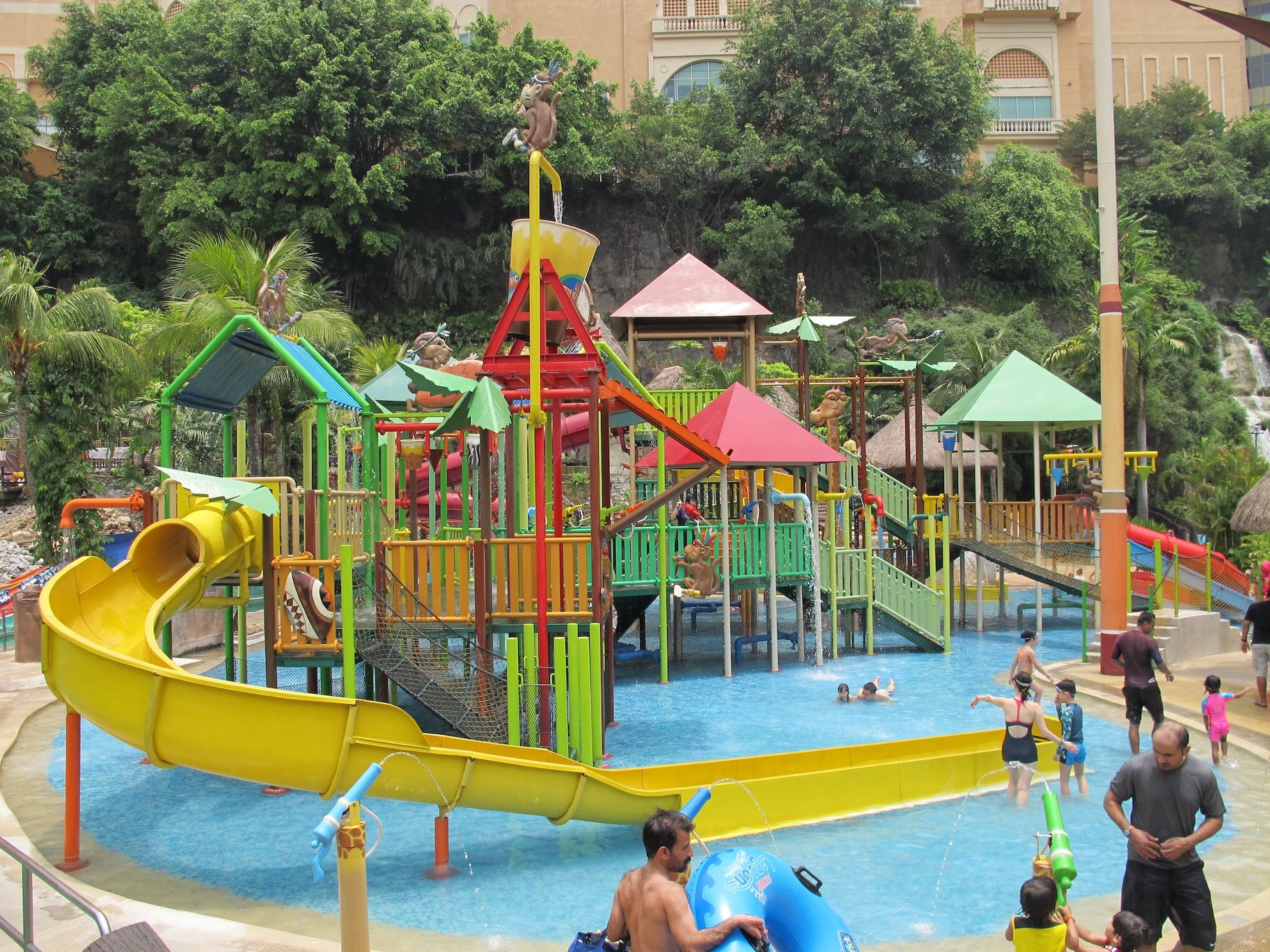 Sunway lagoon kids swimming pool malaysia pinterest for Kids swimming pool