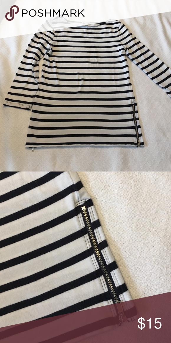 Gap 3/4 top Gap 3/4 sleeve length top. Boat neck. Side zip details. Super cute. Like New! GAP Tops Tees - Long Sleeve
