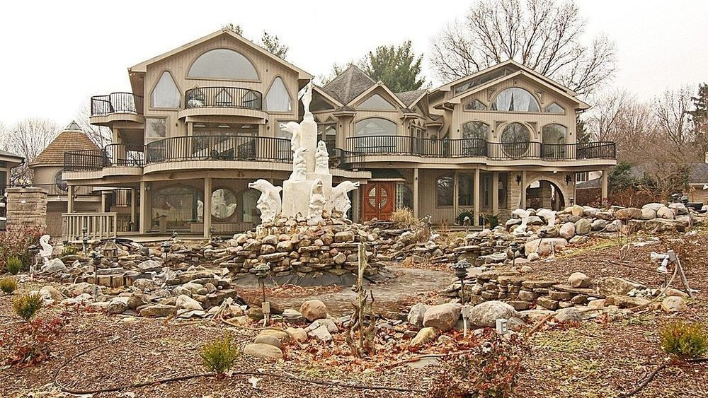 absolutely everything is wrong with this indiana house housing for rh pinterest es