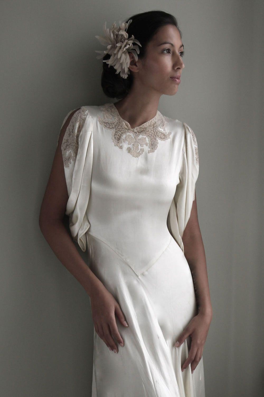 Vintage Inspired : Stunning 1930s Wedding Dresses - Ivory V-neck ...