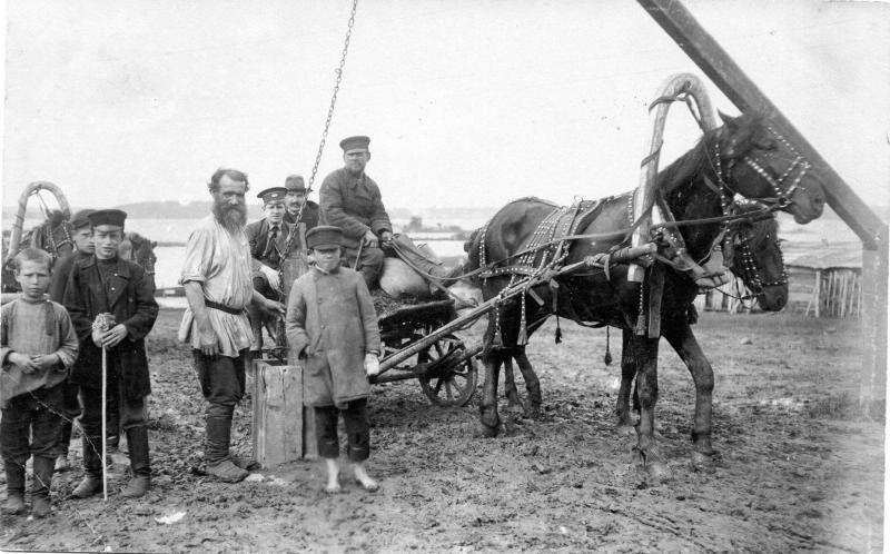 Крестьяне в поле. 1895 г.