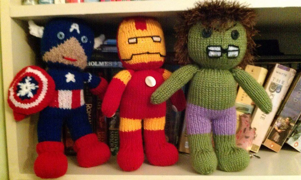 I couldn't find any good superhero knitted patterns online ...