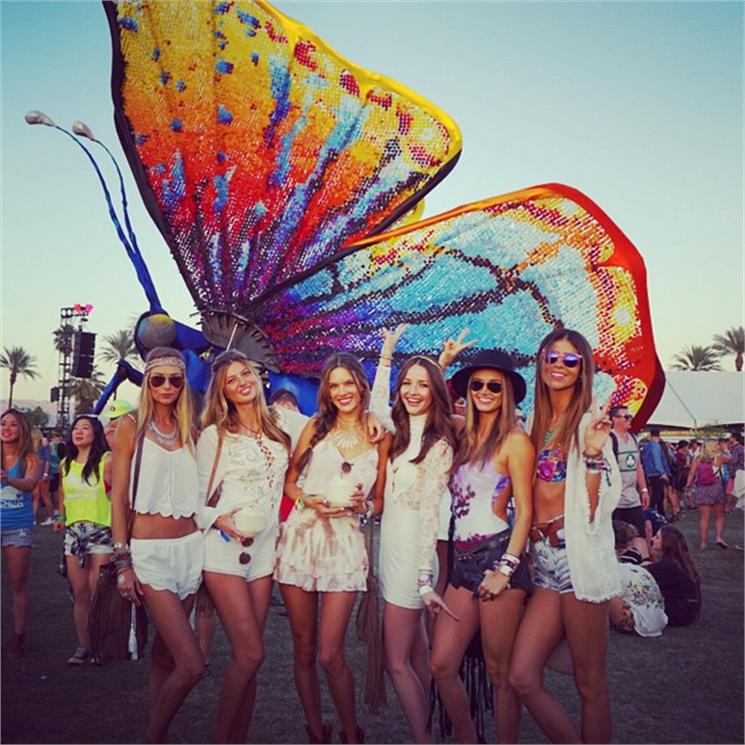 Alessandra Ambrosio and friends in Coachella 2015 #Coachella #Fashion #alessandraambrosio #JulietandZoe