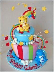 Bolo de Aniversário  com o arco íris