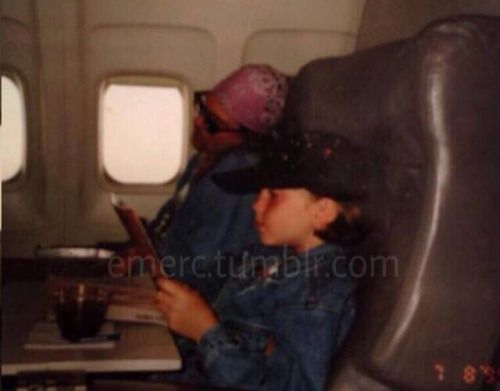 Rare Axl Photo Sleeping In A Plane With Images Axl Rose Guns
