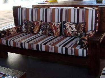 Sofa Com Almofadas Em Tecido Madeira Dormente Com Imagens Sofa