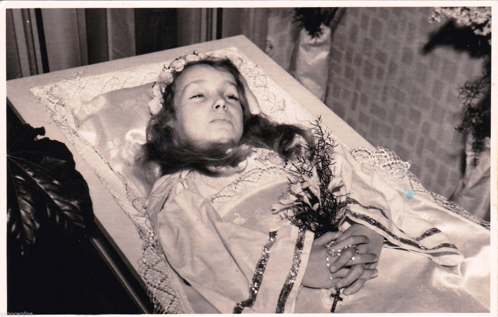 Germany, ca. 50ies or 60ies, dead little girl in her coffin