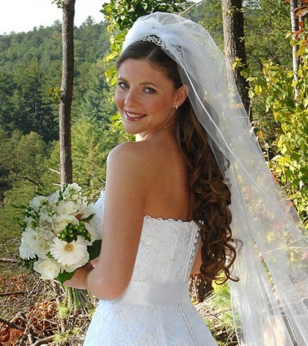 Half Up Half Down Wedding Hairstyles With Veil Wedding Hair Down Bridal Hair Veil Bridal Beauty