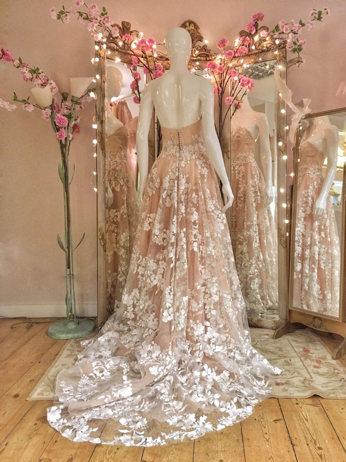 Realistic New Short Wedding Dress Reception White Appliques Beading Embroidery Flower Sheer Neck Wedding Prom Party Gown Robe De Marriage Evident Effect Weddings & Events