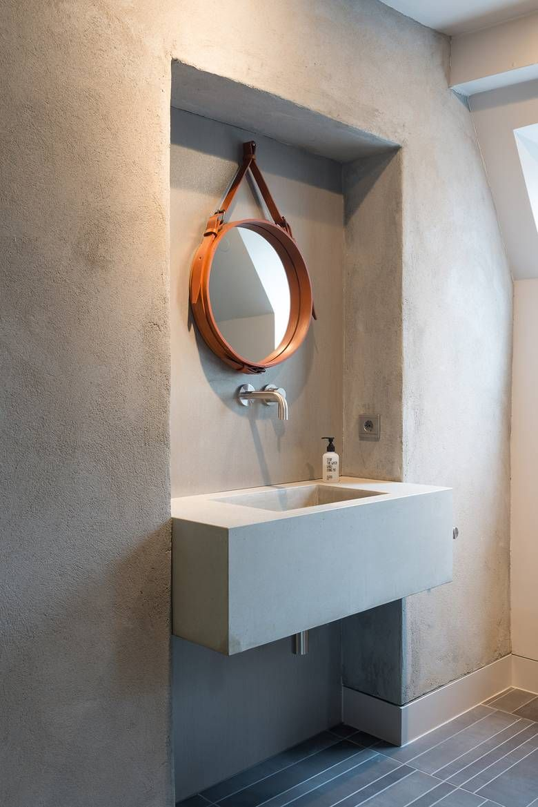 sal le de bain en b ton liss vasque b ton miroir rond concrete bathroom and sink round. Black Bedroom Furniture Sets. Home Design Ideas