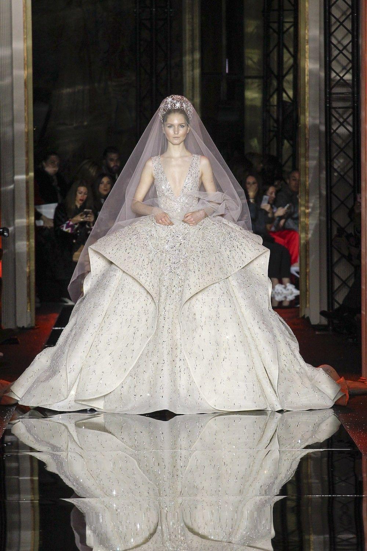 Van Chanel tot Dior en Valentino: dit zijn de mooiste bruidsjurken ...