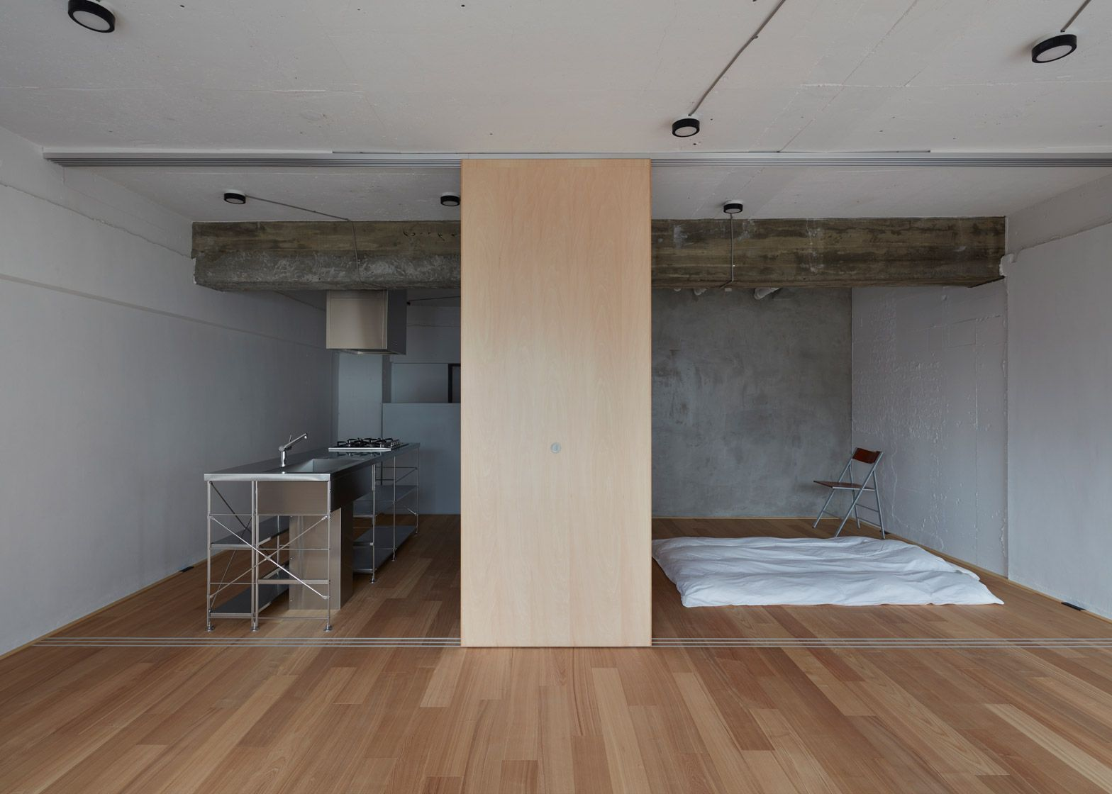 In order to make better use of space inside this small Tokyo ...