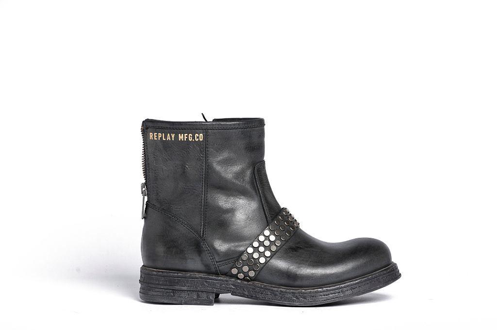 Schuhe    Die rockige Biker-Stiefelette von Replay! Im Vintage-Look und mit Schnallen macht sie einen auf Lässig. Natürlich kommt die Rockerbraut nicht zu kurz, keine Sorge!    Außenmaterial: 100% Leder  Innenmaterial: 100% Leder  Sohle: 100% Textil...