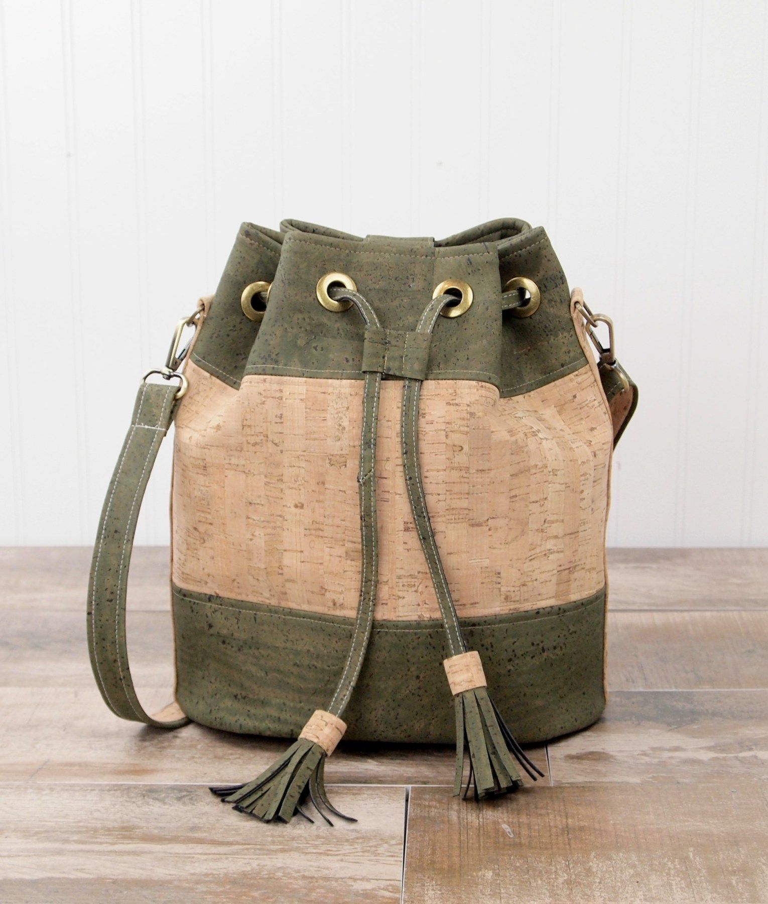 Magnolia Bucket Bag Cork Fabric Pattern - Introduction to Sewing with Cork  Fabric. Learn how to sew with cork as you make this bag. 6c950ea28f9e4