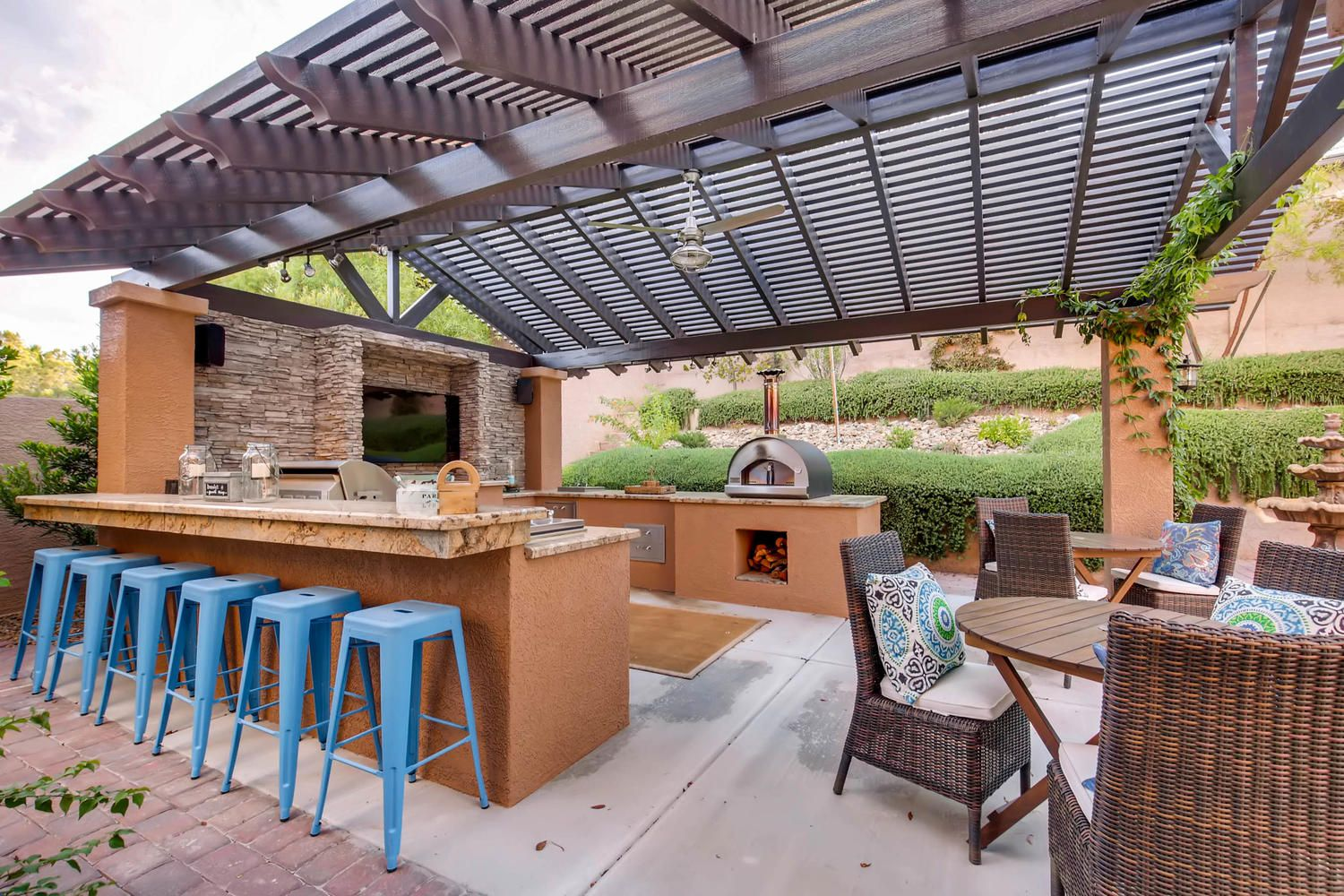 Live It Up With This Incredible Outdoor Kitchen That You Can Use Year Round In Las Vegas Backyard Outdoor Kitchen House Design