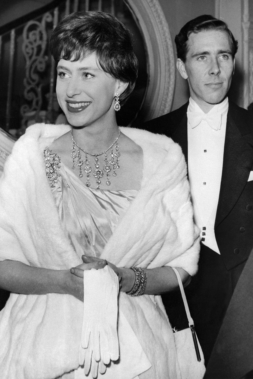 32 Photos of Queen Elizabeth and Princess Margaret Being