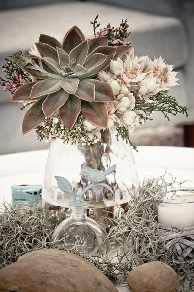 Simple beach wedding table decoration