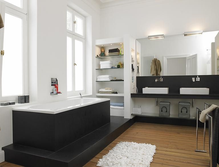 Modernisiertes Gründerzeithaus Bad mit Stein und Holz - badezimmer accessoires holz