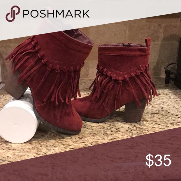 Red suede fringe boots | Suede fringe