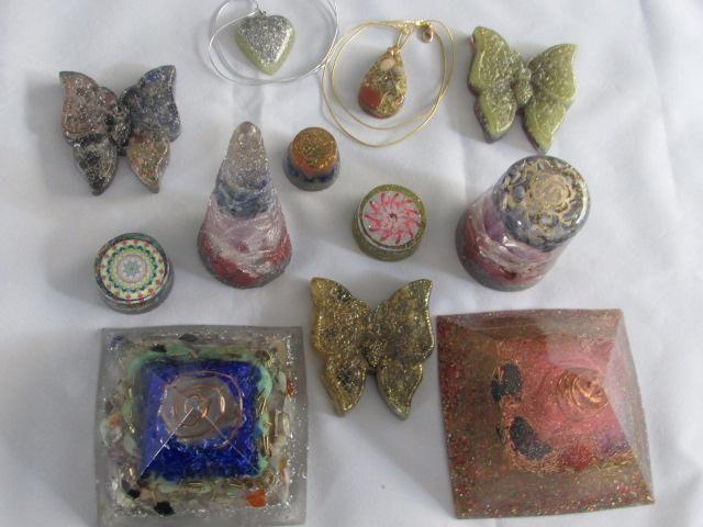 Orgonites são dispositivos artesanais  proporcionam proteção contra  poluição eletromagnetica, ataques psiquicos.