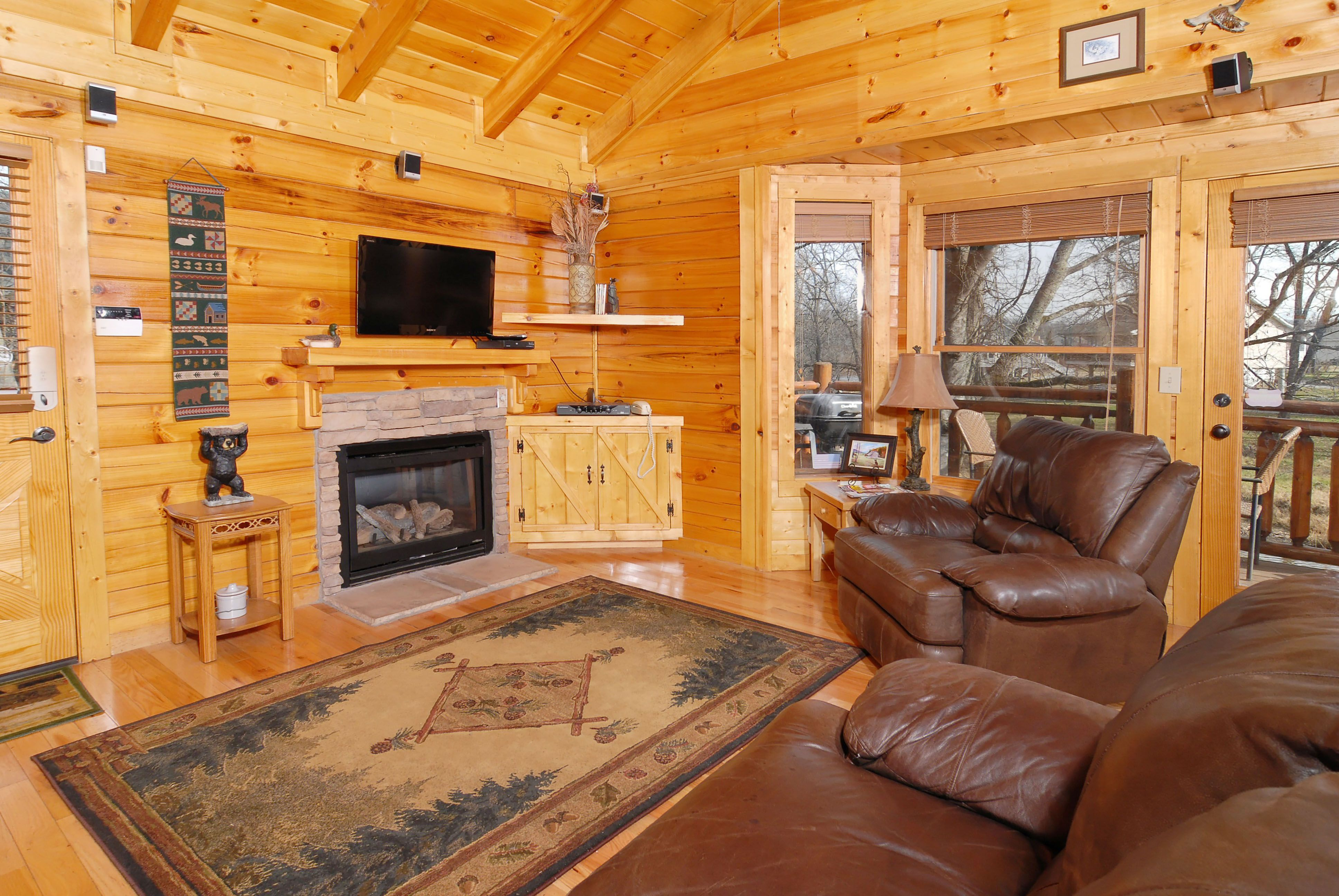 Small cabin ideas pictures remodel and decor - Luxury Log Cabin Living Room In Home Remodel Ideas Or Log Cabin Living Room Log