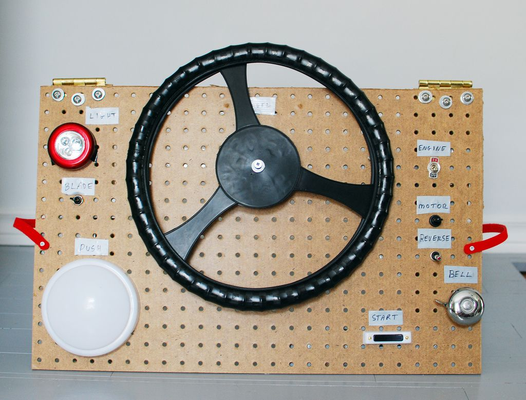 the boo and the boy homemade steering wheel and dashboard would be great if it could hook into carseat for use in car