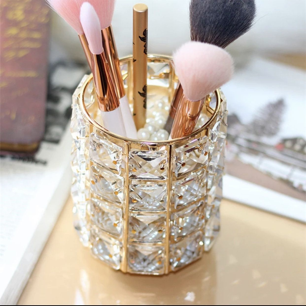 Crystal Makeup Brush Holder #MakeupBrushes #MakeupBrushHolder #CrystalBrushHolder