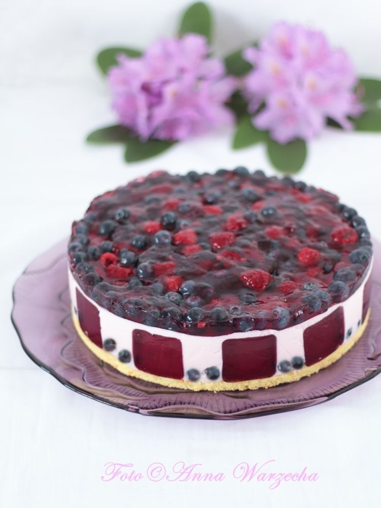 Lekki tort jagodowo-malinowy