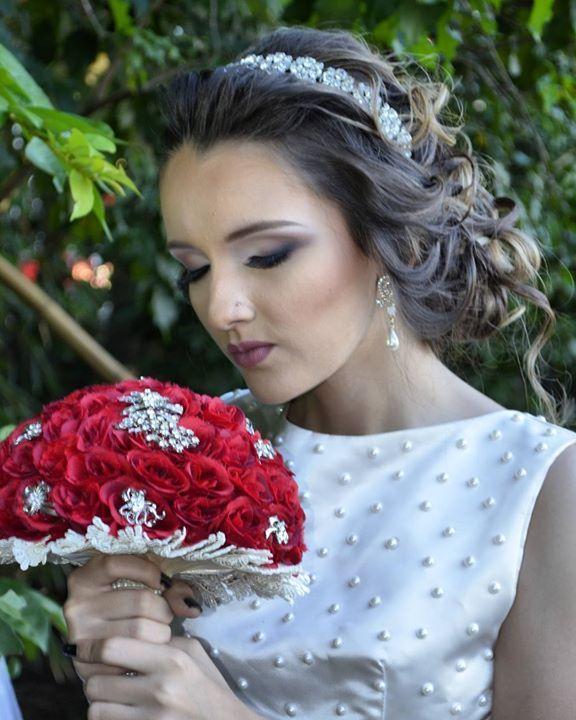 Sem palavras para descrever o prazer que tenho em fazer uma noiva #omundodasnoivas #universomakeup #mundodamaquiagem_oficial #universodamaquiagem_official by bibiane_vasconcelos http://ift.tt/1NZLhlb