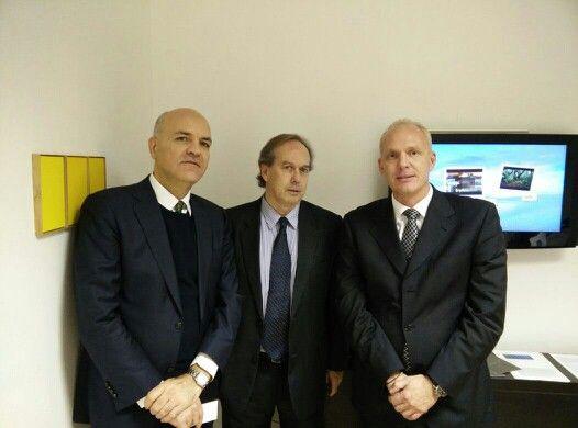 Marco Eugenio Di Giandomenico insieme a Gaston Lasarte (Co sole Generale dell'Uruguay) e Aldo Castelnovo(Presidente della Camera di Commercio Italo-Uruguayana) (Saronno, 11 dicembre 2014)