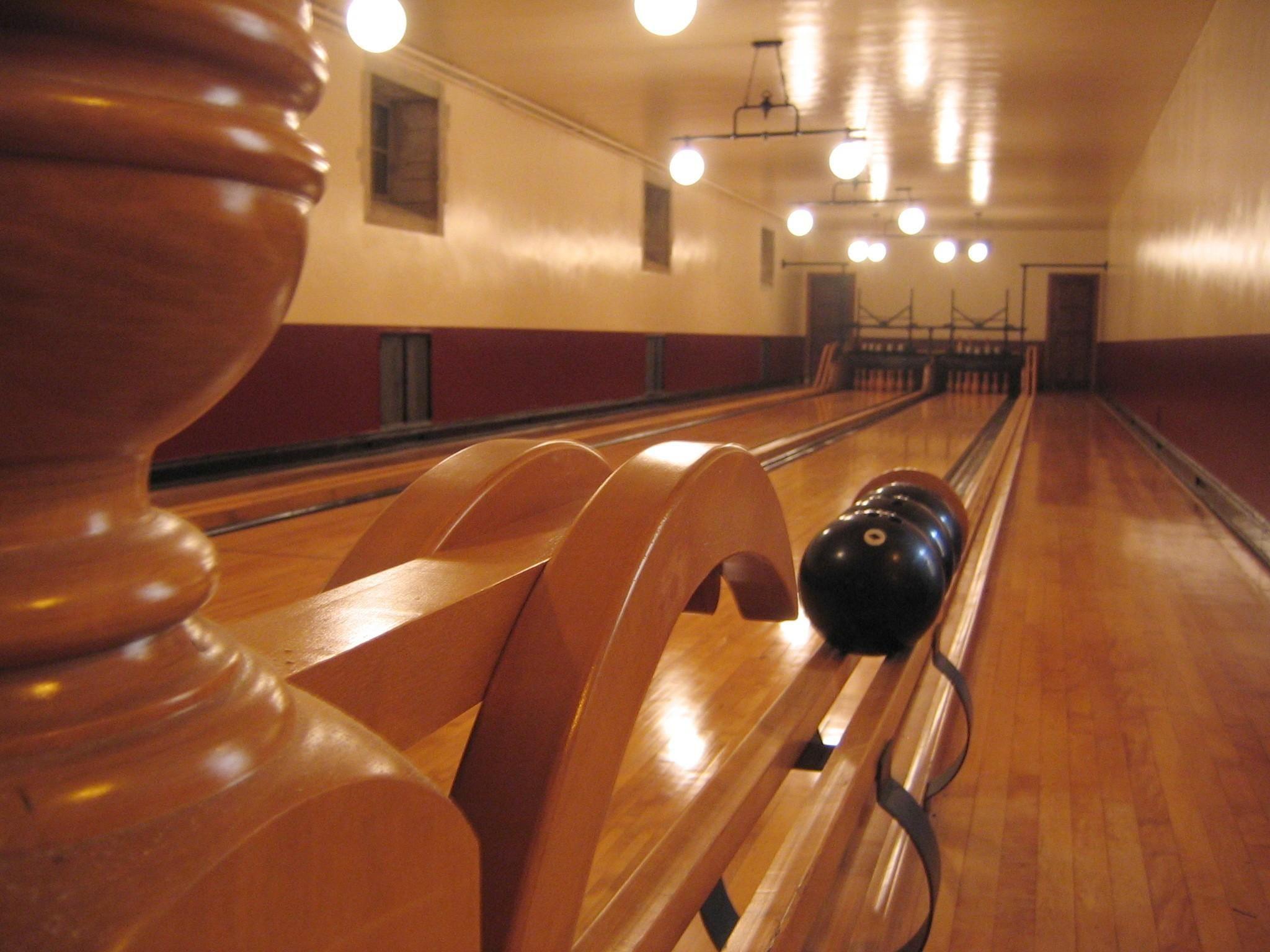 Greystone Wallpapers High Definition Wallpaper Edison Light Bulbs Bowling