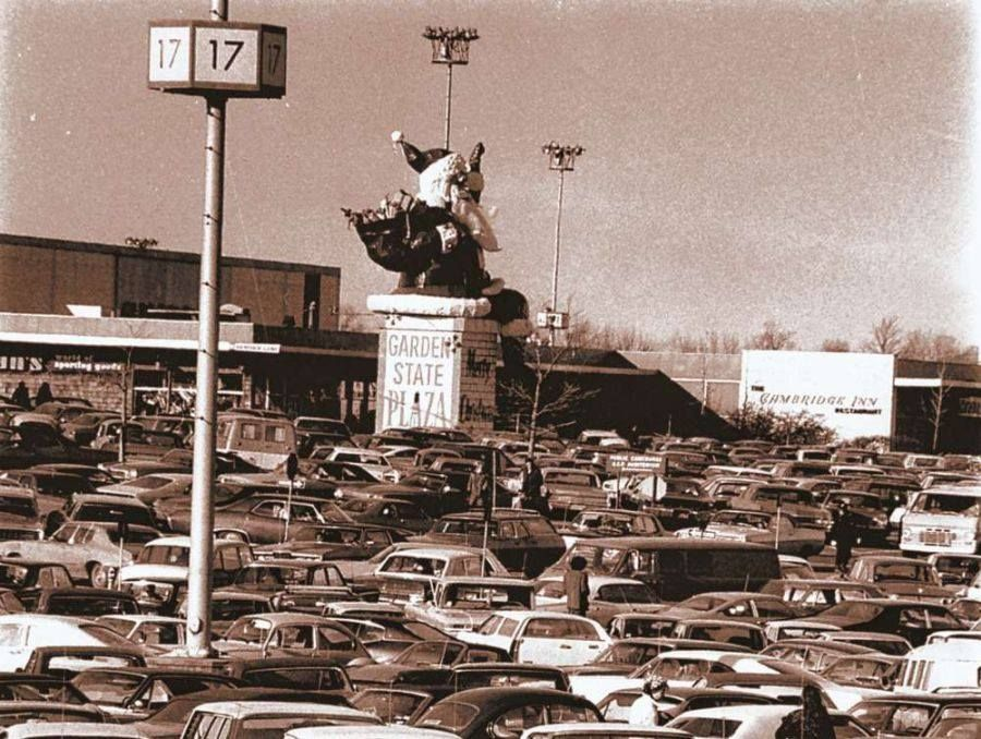 Garden state plaza paramus nj christmas 1964 retail pinterest garden state plaza for Garden state plaza mall paramus nj